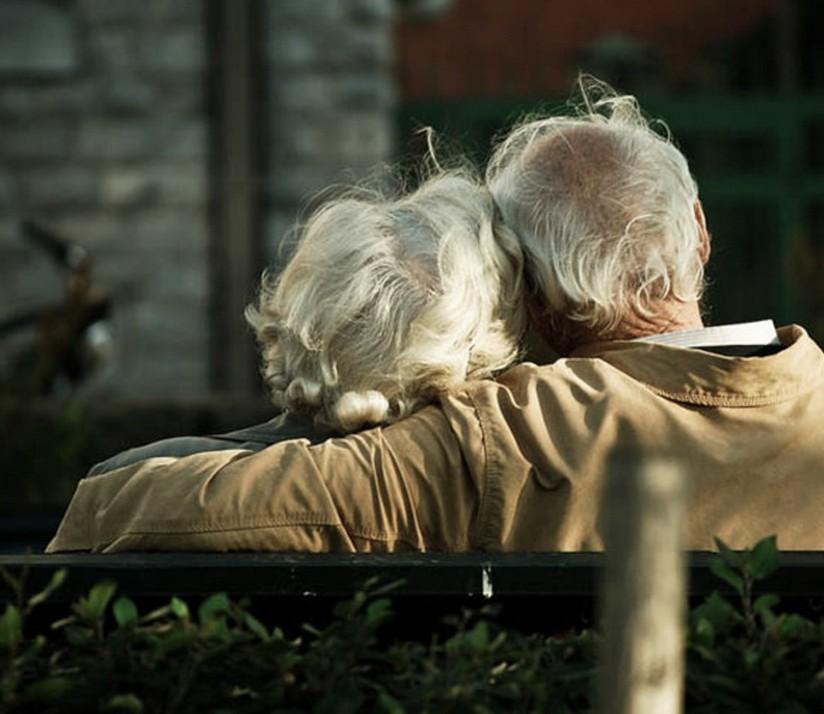 234514-beautiful-elderly-couple-hugging
